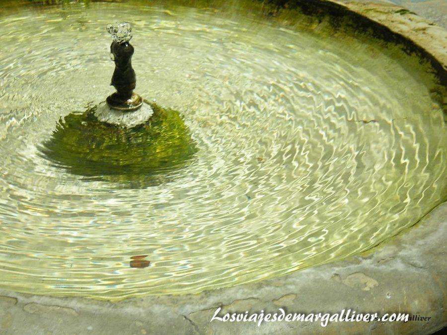 Detalle de una fuente del Alcazar de Sevilla - Los viajes de Margalliver